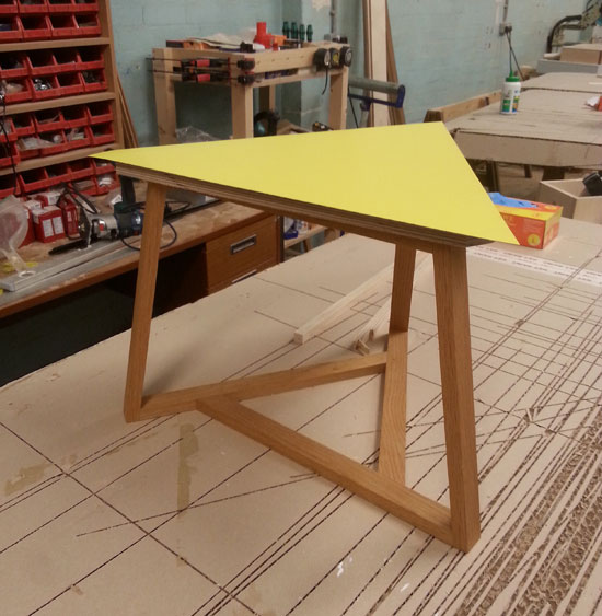 Plane structure triangular table for Triangle end table plans